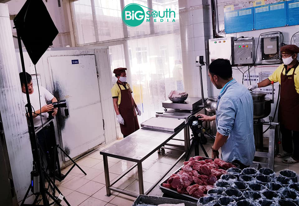 Quay phim giới thiệu công ty cung cấp suất ăn công nghiệ Hoa Mai 2