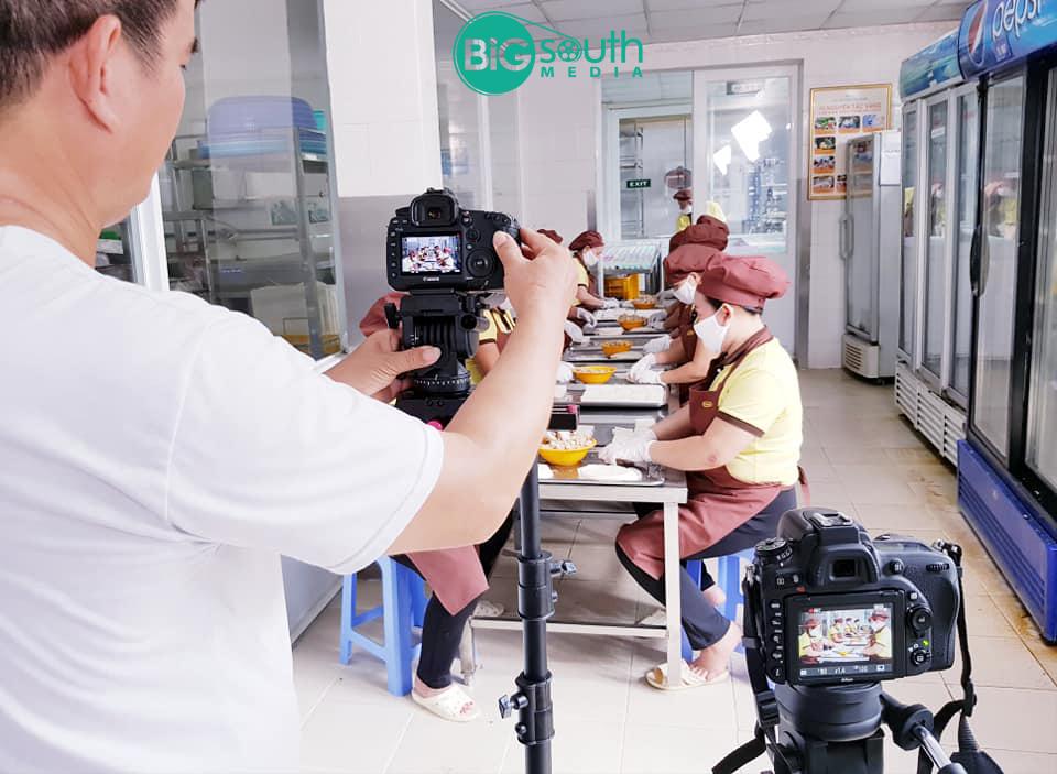 Quay phim giới thiệu công ty cung cấp suất ăn công nghiệ Hoa Mai 5