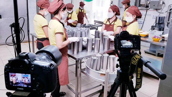 Quay phim giới thiệu công ty cung cấp suất ăn công nghiệ Hoa Mai 4