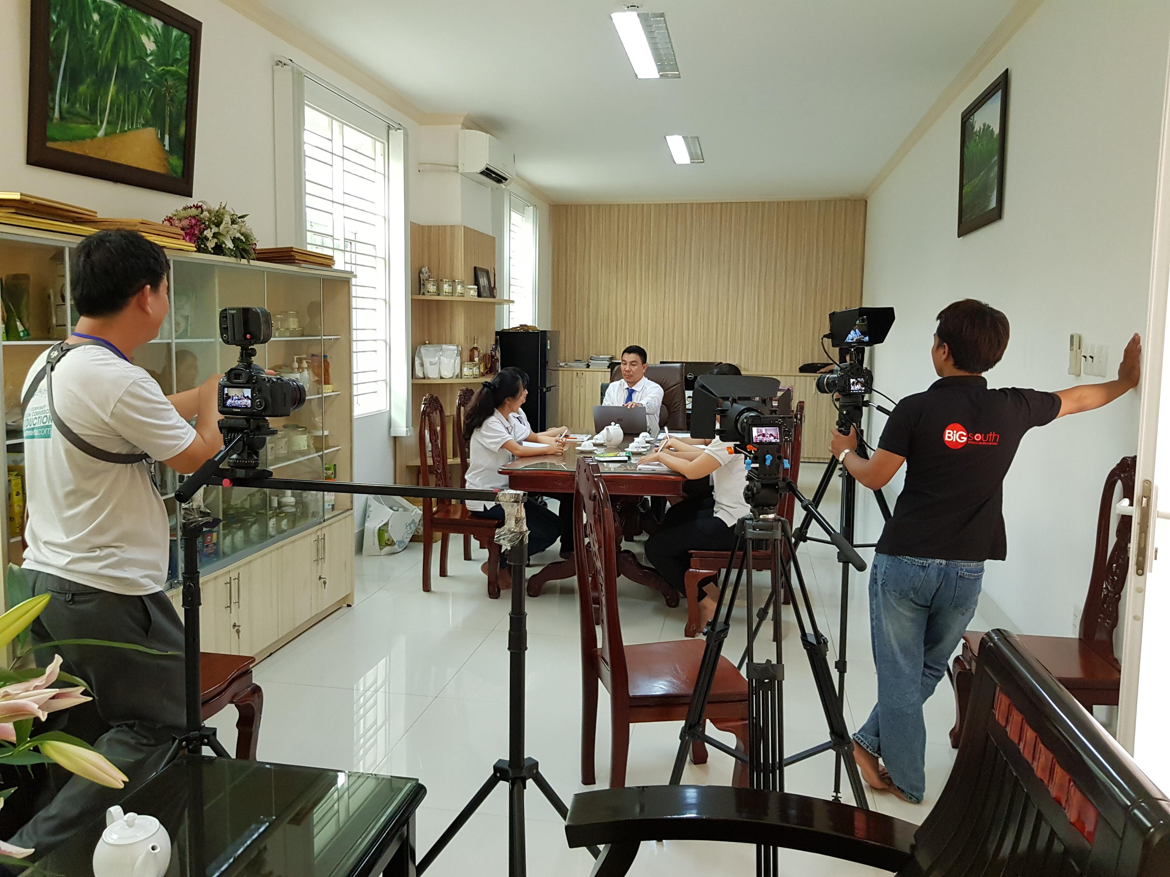 Team Bigsouth đang quay tại nhà máy Vietcoconut